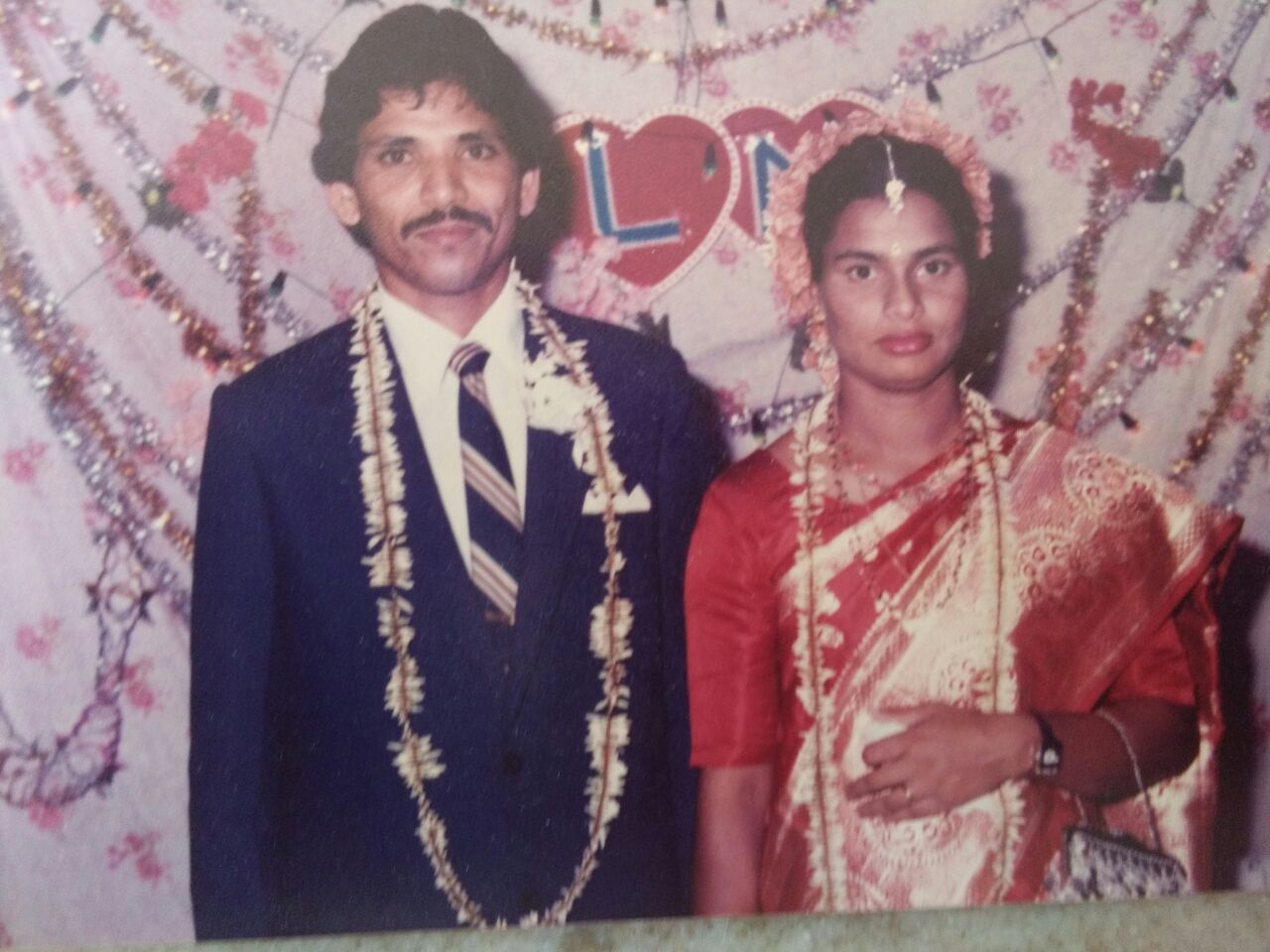 Best wishes on 30th Wedding Anniversary.<P> <Center>[Comments]</P> </Center>
