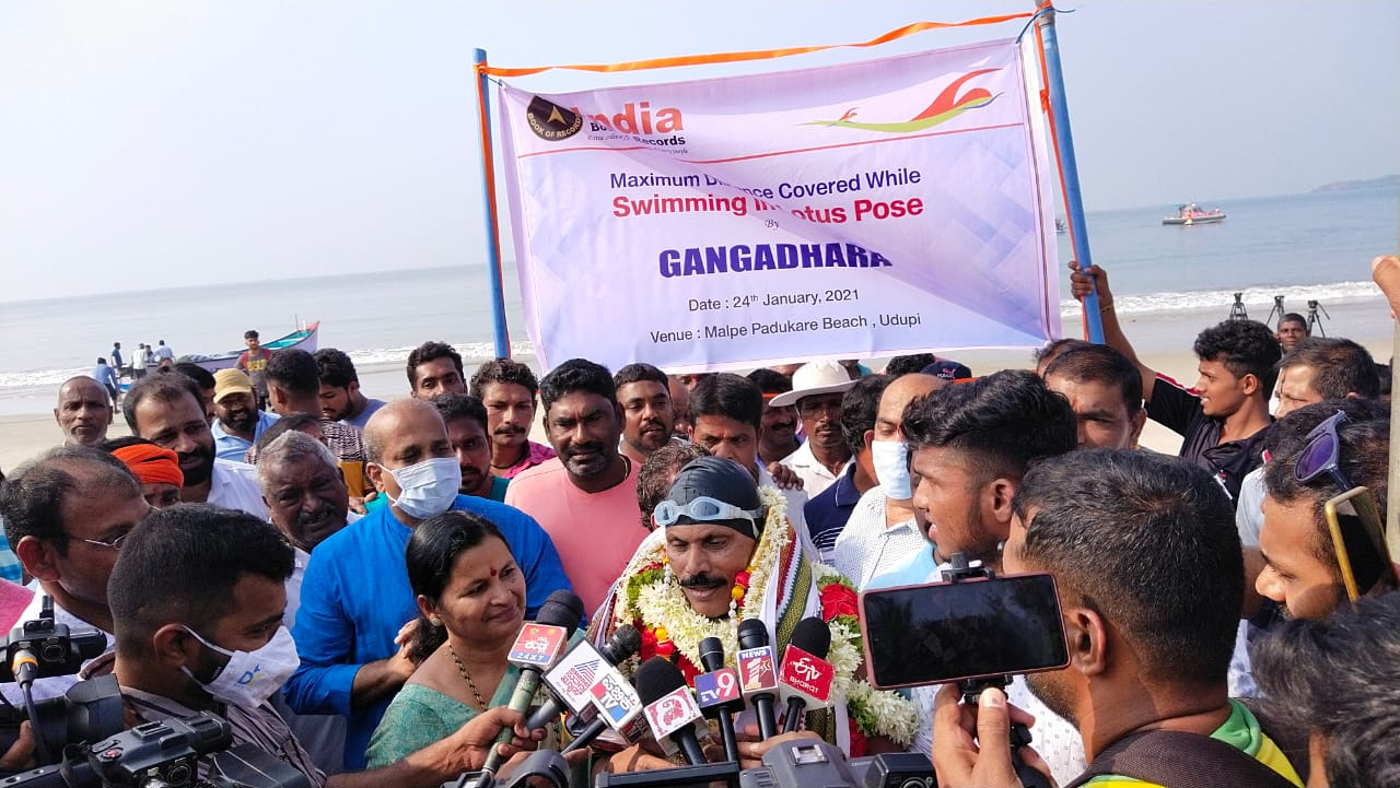 Ex-Milagrean Gangadhar Kadekar creates new record by swimming 1.4 km in sea with legs chained