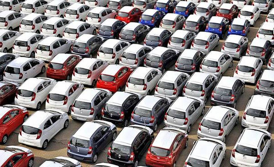 India's passenger vehicles sales slump 31% in July