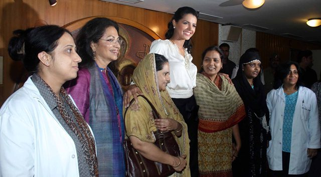 MISS WORLD 2011 LVIAN SARCOS MEET TO THE BREAST CANCER PATIENT IN MUMBAI.
