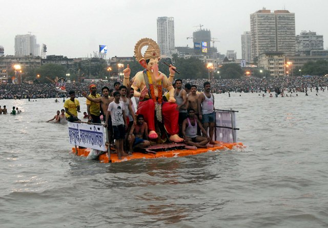 1 killed as ledge collapses along Lalbaugcha Raja immersion route