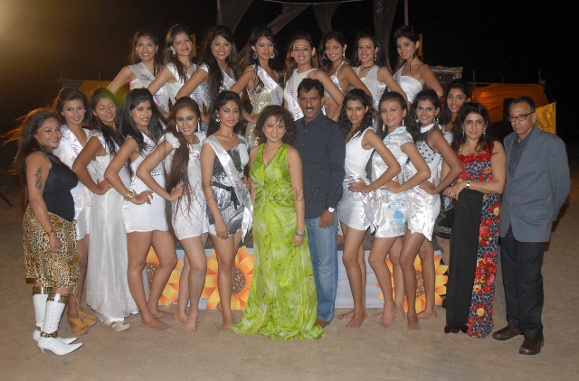 Finalists contestants poses grace the occasion of Indian Princess & International Princess - 2013