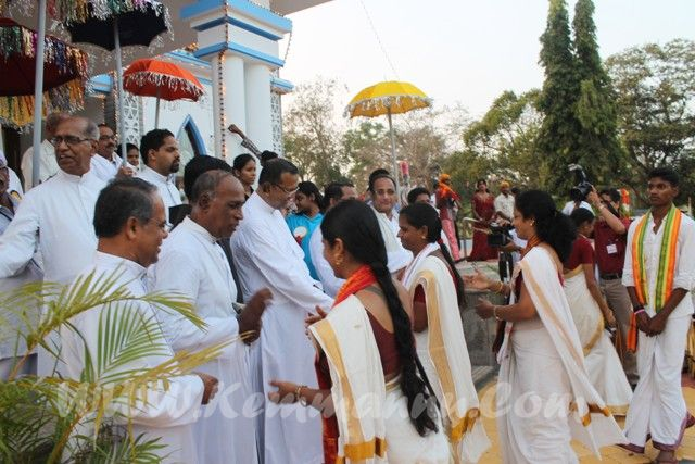 Photo Album: Huge Hore Kanike offered for Mount Rosary Church