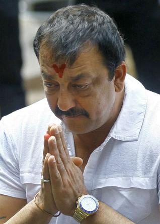 Sanjay Dutt to surrender in front of the court on Thursday