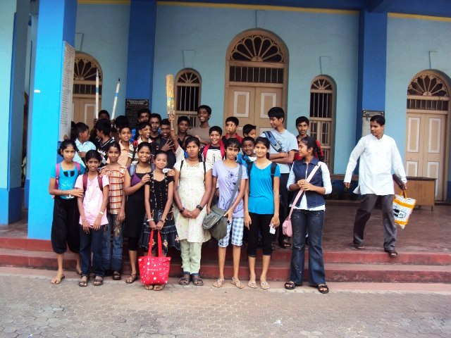 Kemmannu Church Altar  boys and girls  Picnic to Thannir Bhavi