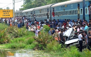 Five killed as train hits car at unmanned crossing in Kerala