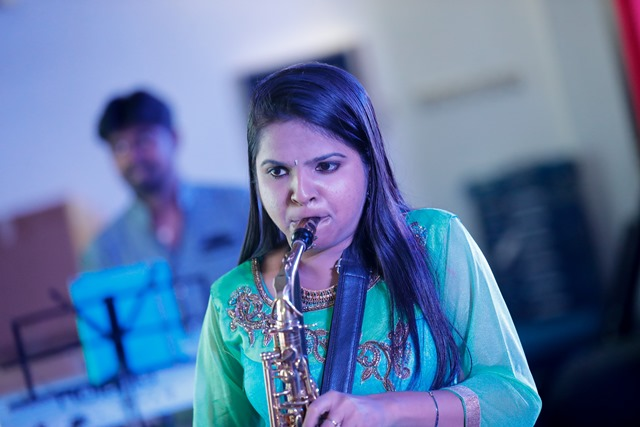 Dubai: Anjali Shanbhogue's Saxophone Rocked Dubai Audience During Amchi Family Show