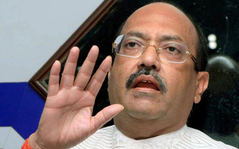 India's Amar Singh faints at Dubai airport