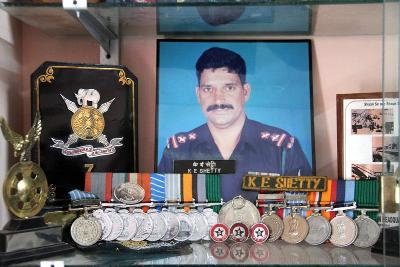 Missing soldier Eknath Shetty's personal effects handed over to family