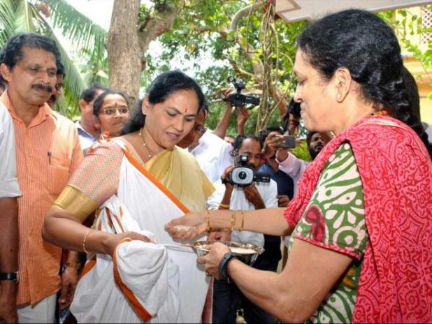 Shobha criticises withdrawal of midday meal grants