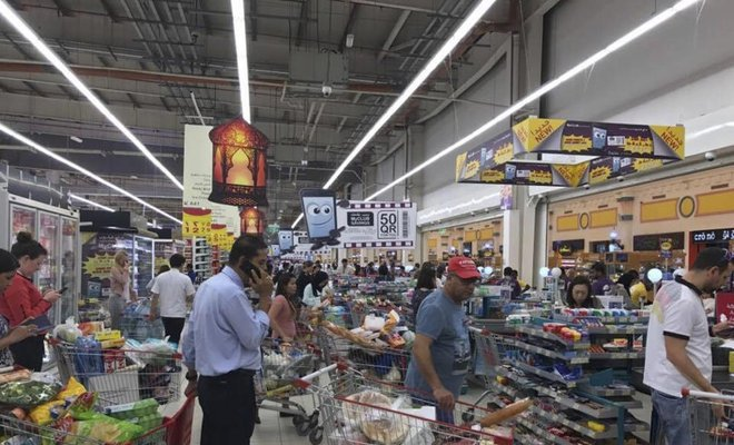 Qatar residents 'panic buy' food after Saudi border closure