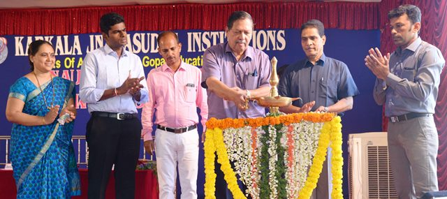 Former Lokayukta Justice Santosh Hegde inaugurated  laboratories at Jnanasudha Institution