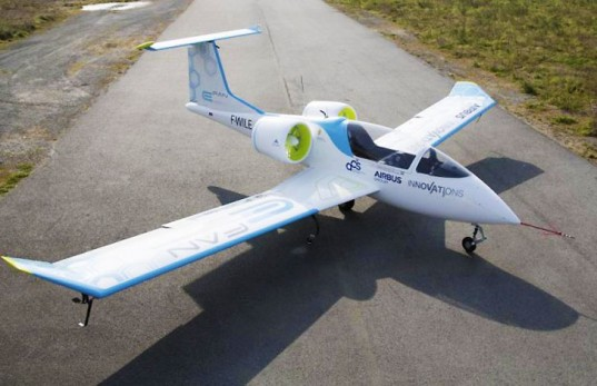 China produces world's first electric plane