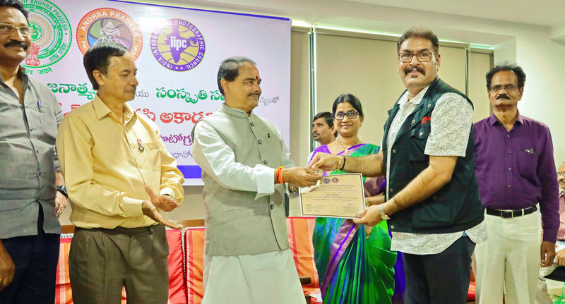 Astro Mohan receives Photography award from Andhra Speaker