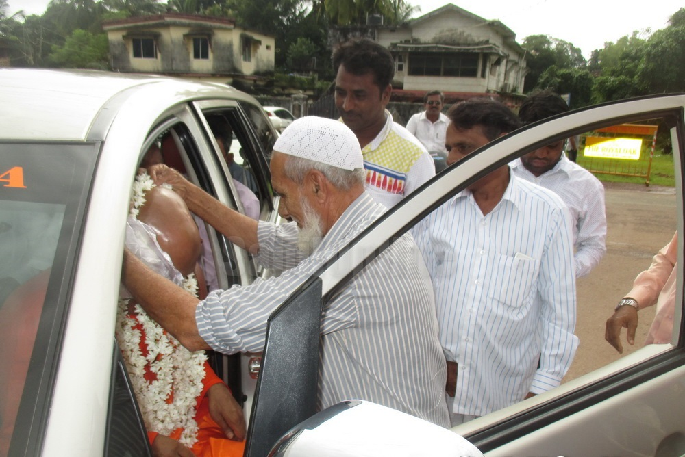Bhatkal: Brahmananda Saraswati Swami accorded warm welcome by Muslims