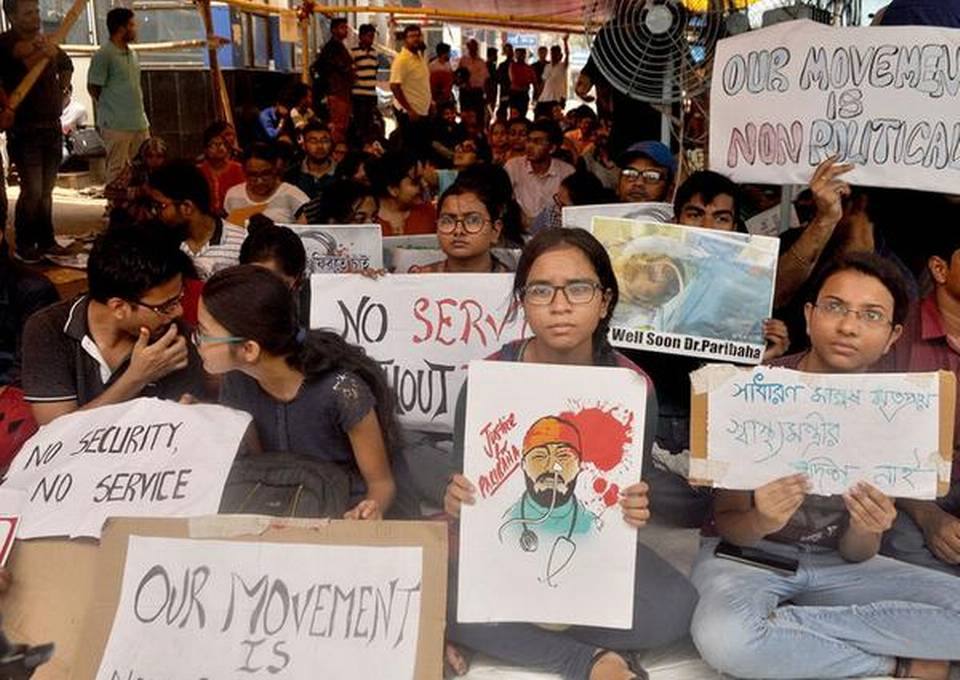 Protesting doctors turn down Mamata's invite for talks