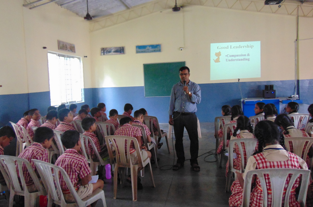 Over 700 students participate  in One day Orientation cum Retreat at Milagres English School