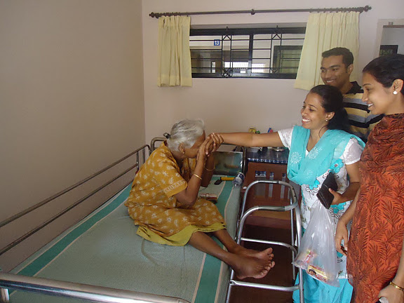 Milagres ICYM members visited Sandhyadham oldage at Goretti - images