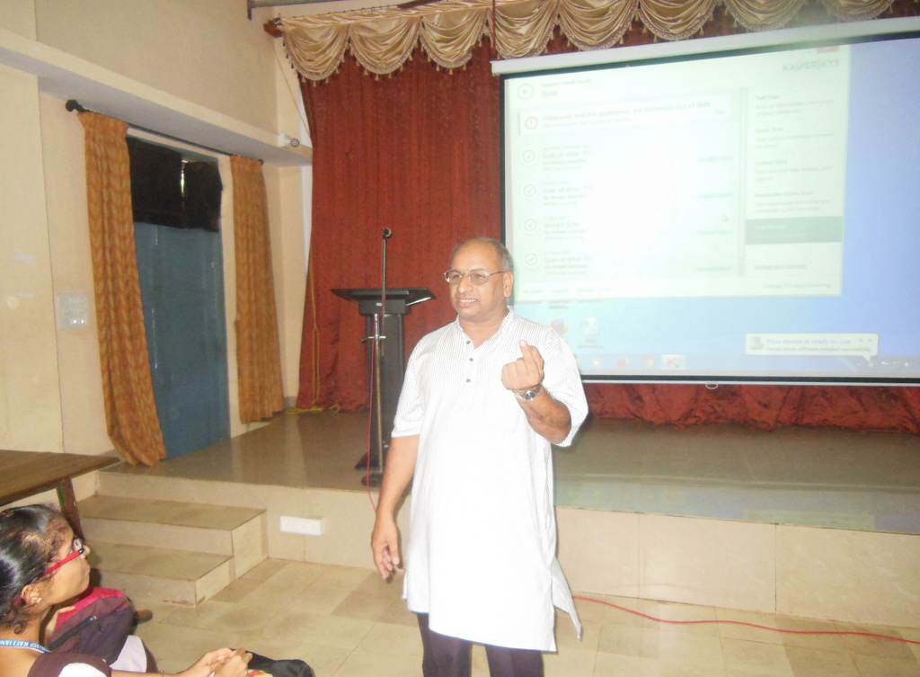 Guest Lecture on Physics at Milagres College, Kallianpur