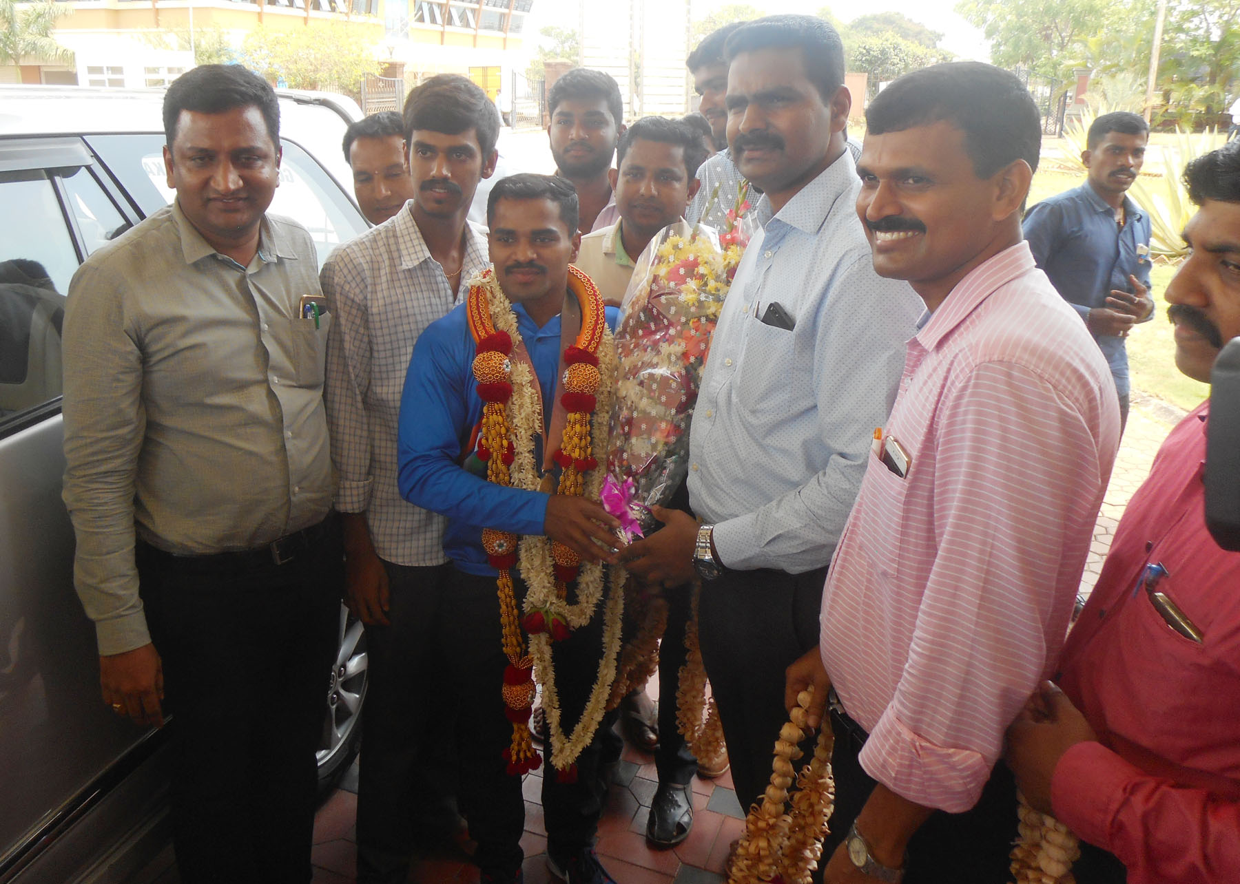 District Administration gives rousing welcome to P Gururaja, Commonwealth Medal winner
