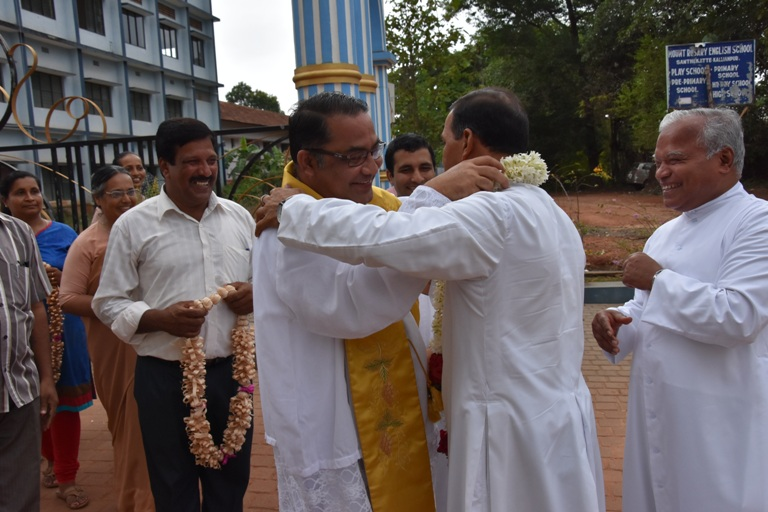 Pangla Faithful Bid Tearful Adieu and Mount Rosary Parishioners accord a Grand Welcome to Rev.  Dr. Leslie D'Souza