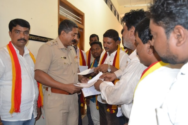Several organisations submitted memo to KT Balakrishna SP to arrest of attackers of DC & team