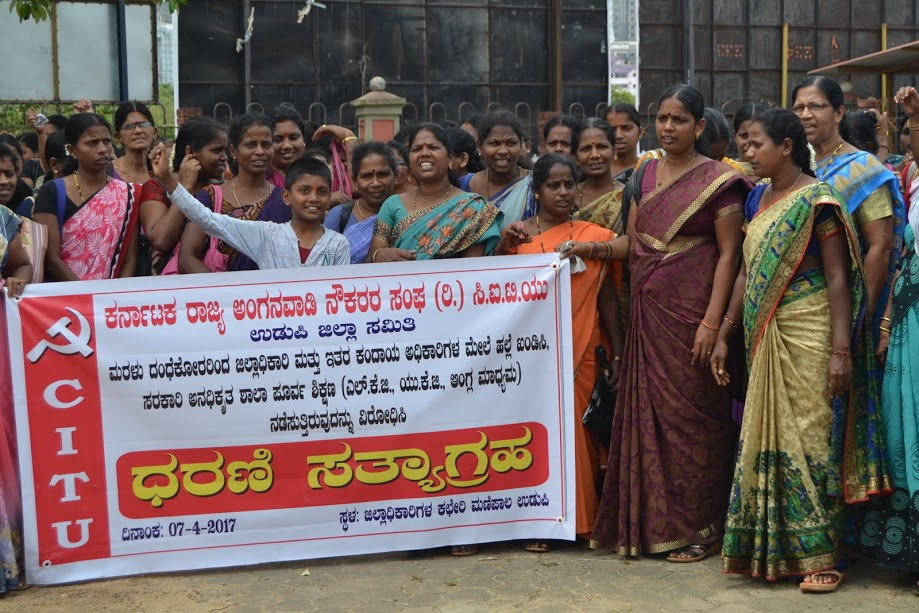 Attack on DC, AC and other officials - Anganwadi Workers staged a protest