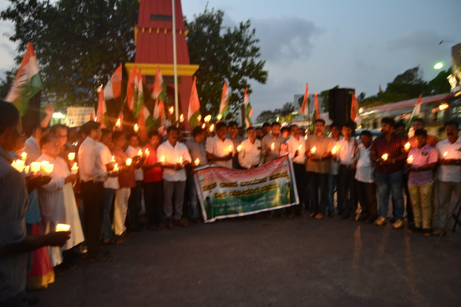 Congressmen pays tributes to soldiers killed at Sukma district of Chhatisgarh