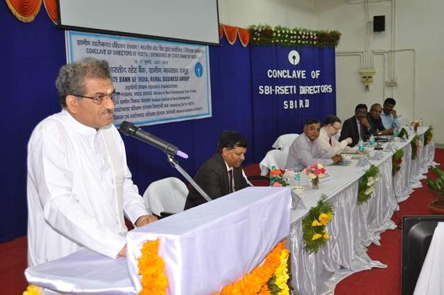 Dr D Veerendra  Heggade, Hon.Chairman, National Advisory Council for RSETIs pat SBI  for its giant leap in RSETI movement
