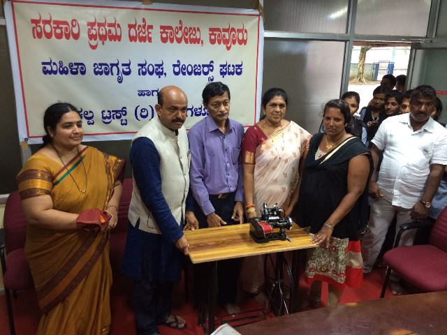 Kavooru Trust Provide a sewing machine for  Ladies