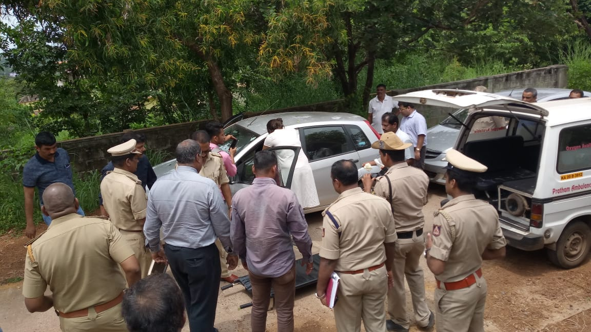 A builder commits suicide by stabbing himself at Manipal