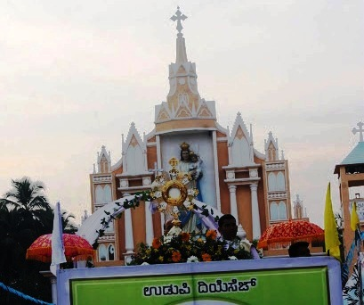 Record number of faithful participates Annual Eucharistic procession of Udupi Diocese after installation of new diocese
