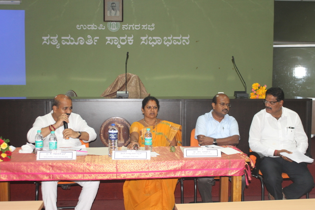 Raghupathy Bhat hold review meeting of the Udupi City developmental works