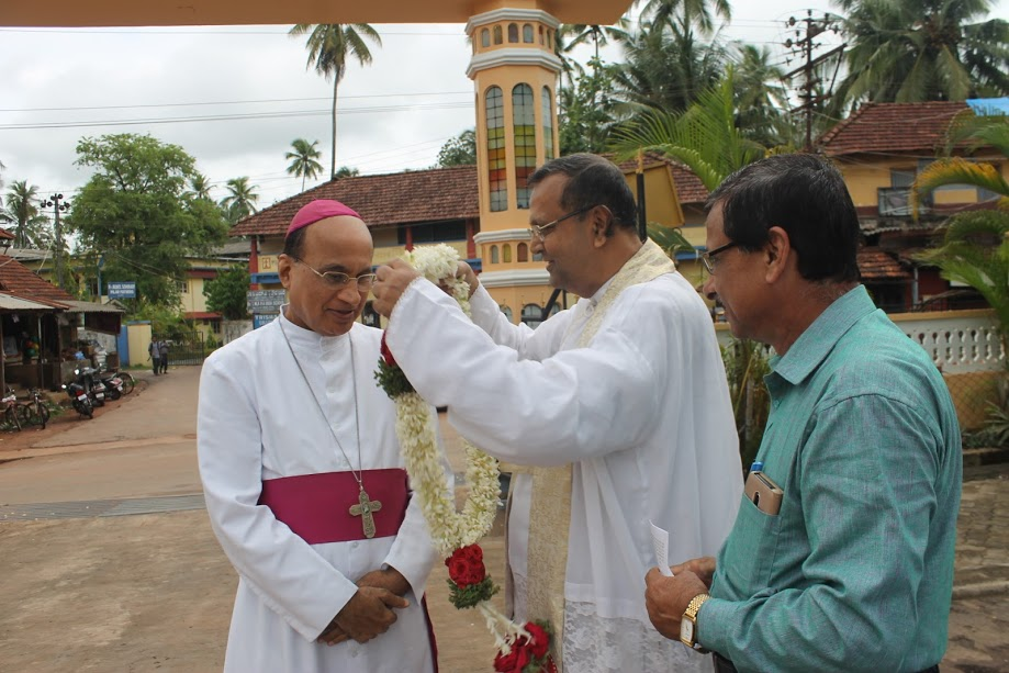 Bishop Gerald Isaac Lobo warmly welcomed on his official Pastoral visit to Milagres Cathedral