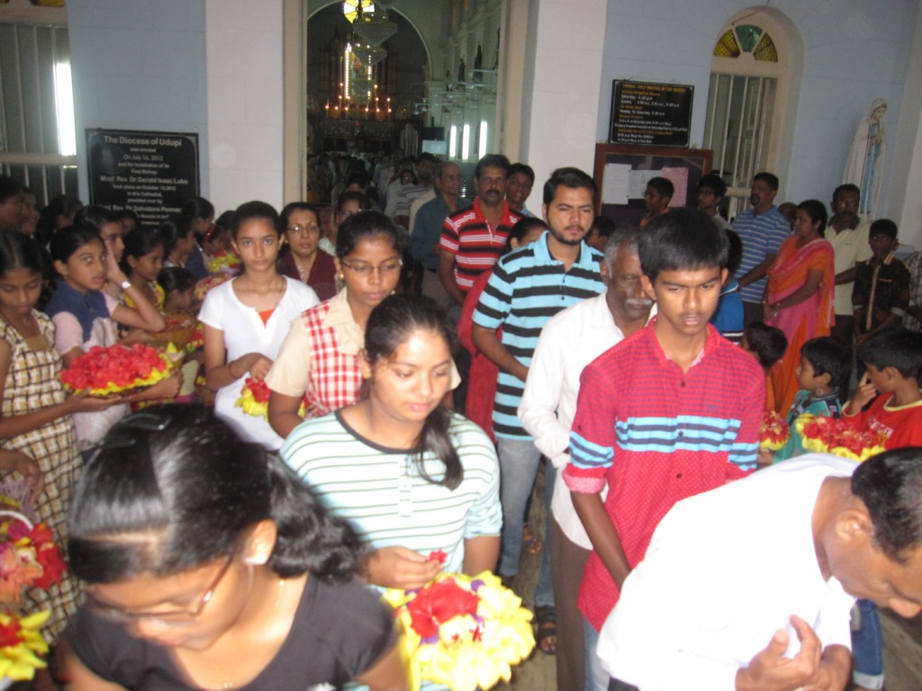 Nine Day Novena Services for Nativity of Mother Mary feast begins at Milagres Cathedral, Kallianpur