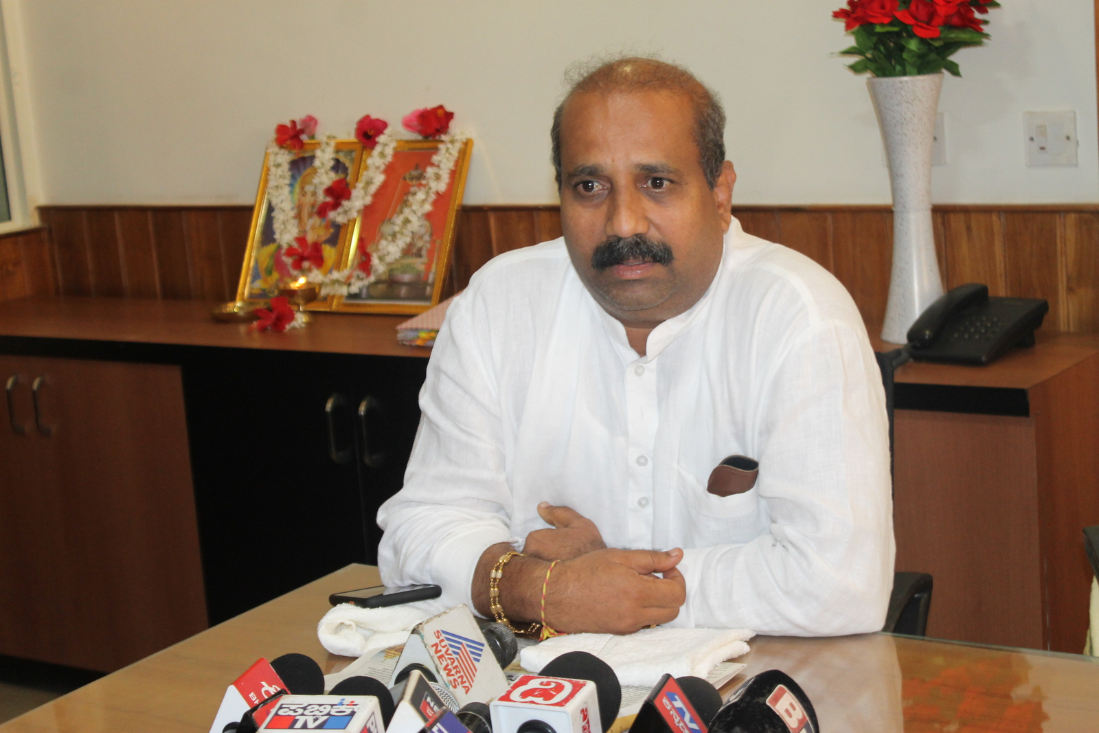 No connection between Madhwaraj's and our housing scheme - Raghupathy Bhat MLA