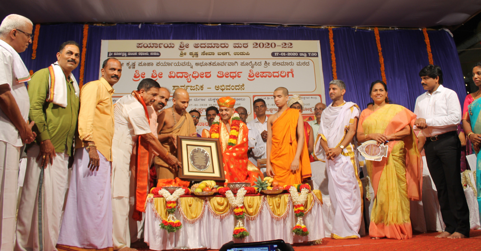 Outgoing Payaya of Palimar Math Sri Vidhyadeesha Theertha Swamiji gets felicitation by public