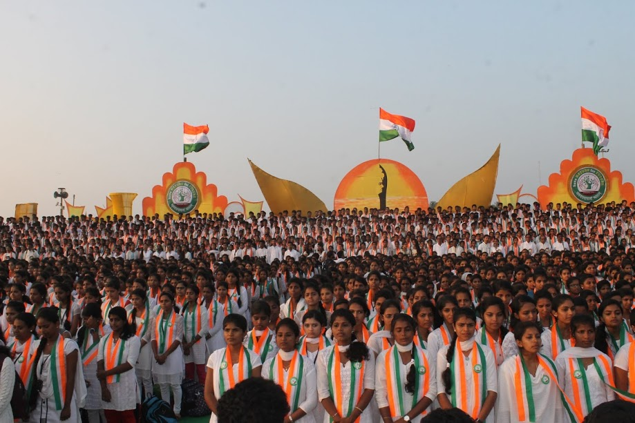 Around 5,000 students create World Record by singing 'Vande Matharam' at Malpe Beach