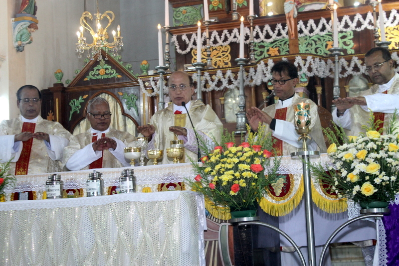 Udupi Diocesan Blessing of Holy Oils and Priest's Day celebrated at Milagres Cathedral, Kallianpur