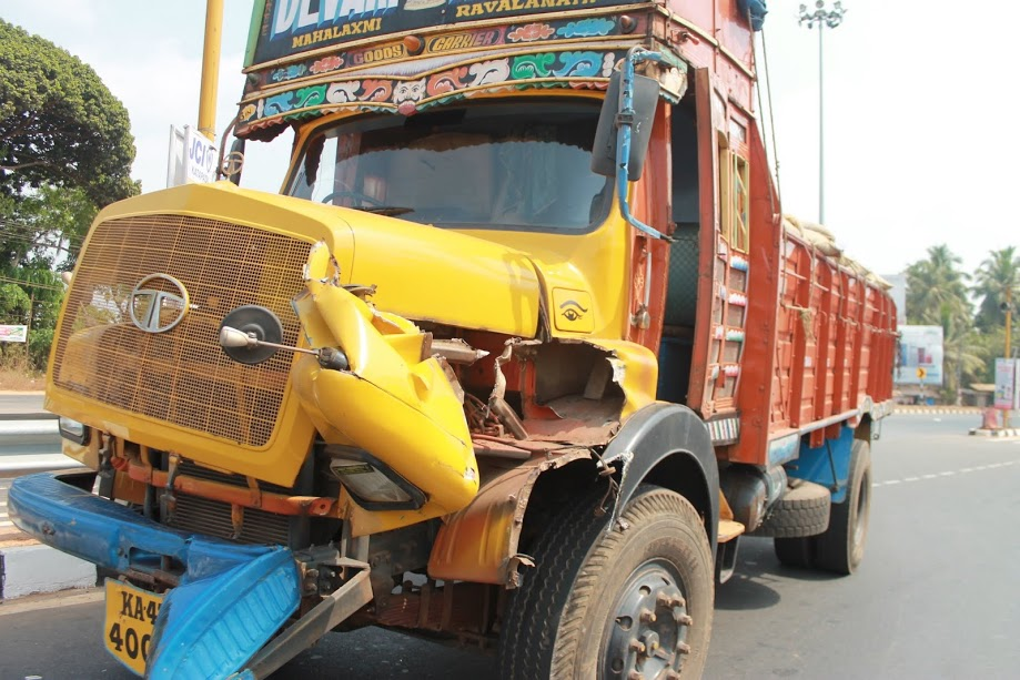 One more road accident near Santhekatte, lorry collide with long container