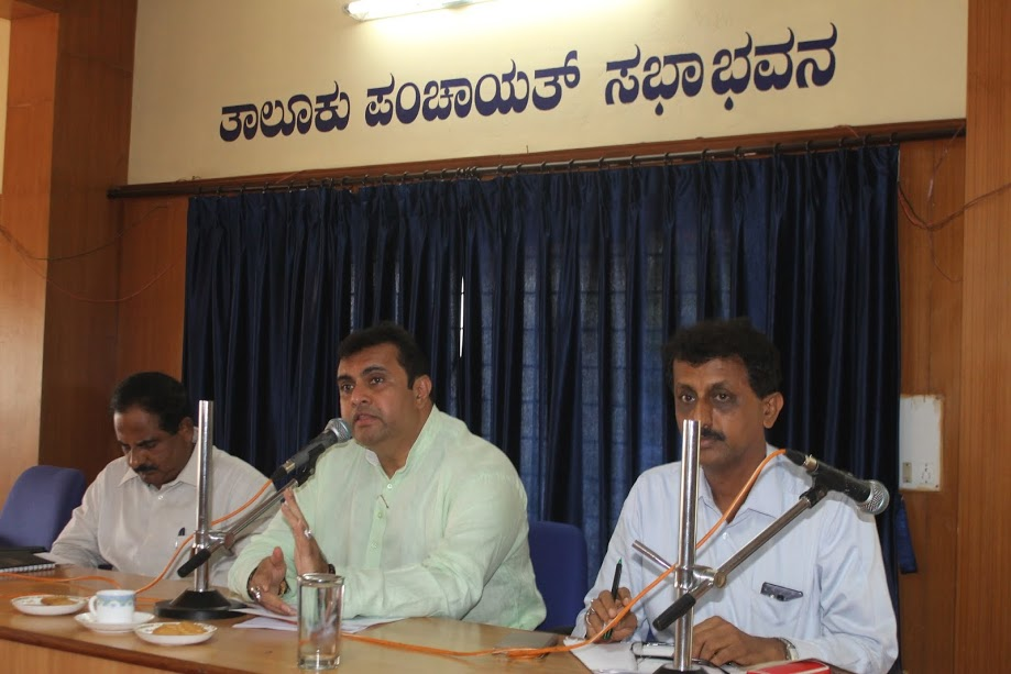 Pramod Madhwaraj asked PDO's and Municipal officials to prepare for solution of drinking water shortage