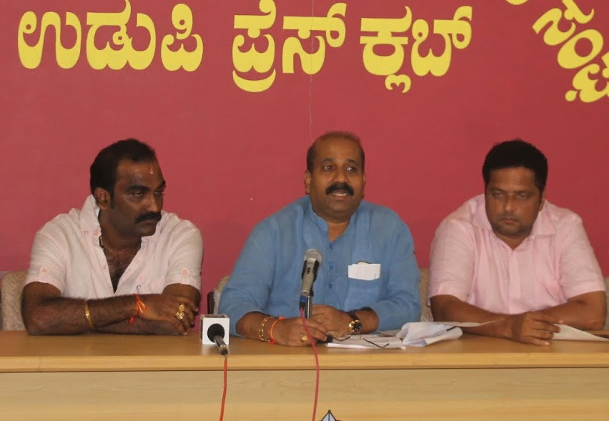 Severe agitation if District Administration fails to start sand extraction by 28th August - Raghupathy Bhat
