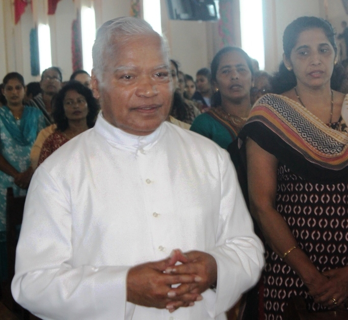 Very Rev. Dr. Lawrence D'Souza takes over charge as Rector of Milagres Cathedral