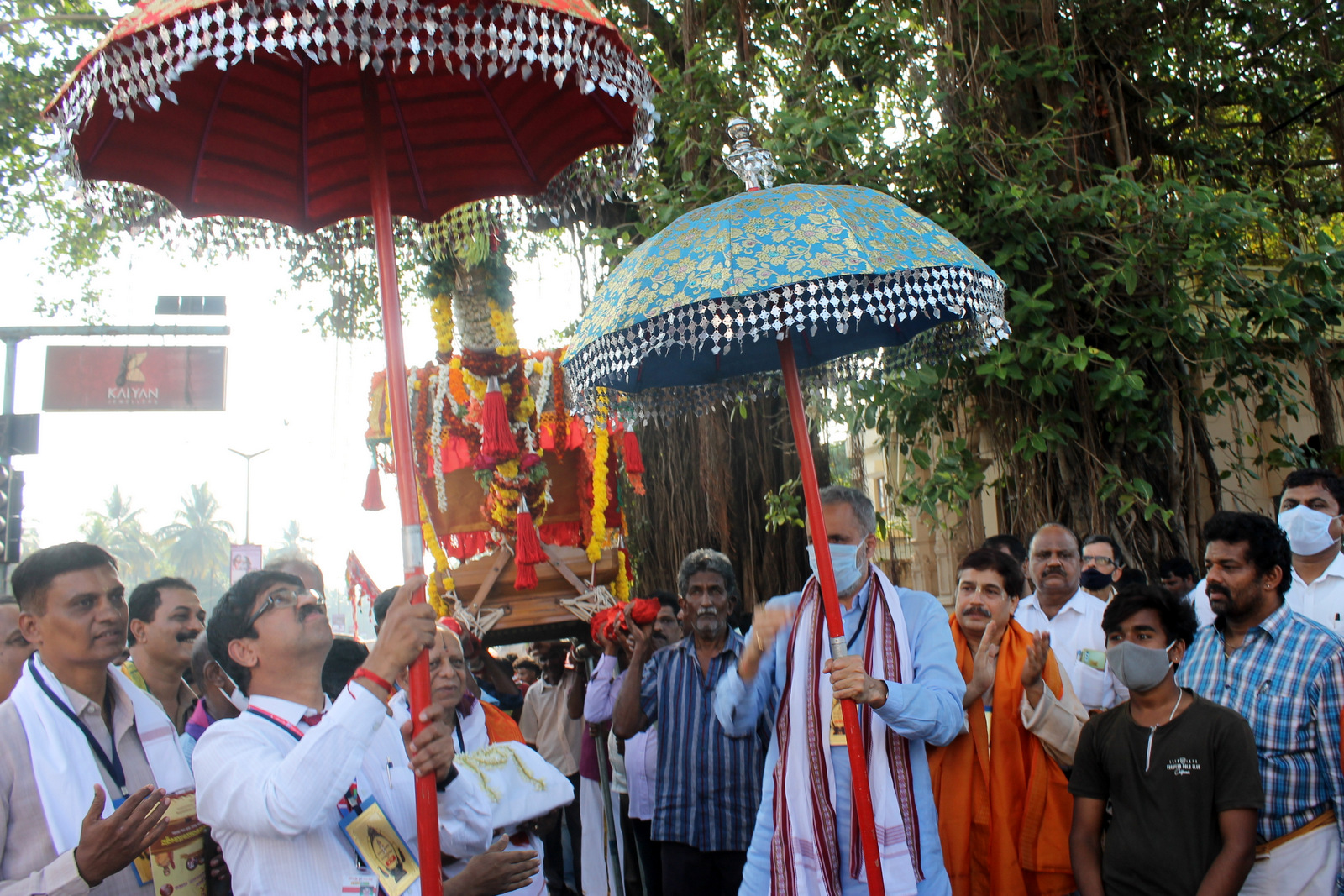 Vishweshwara Hegde Kageri, speaker of legislative assembly inaugurates Shobhayatre procession