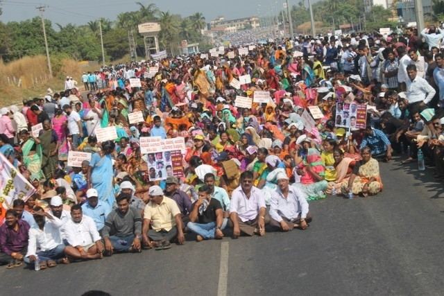 Thousands of protesters block the NH 66 to demand for trace of missing fishermen