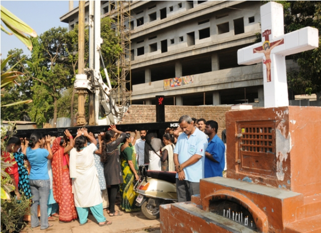 Way of the Cross at Infant Jesus Chruch Jogeshwari Mumbai  and  INFANT JESUS SHRINE