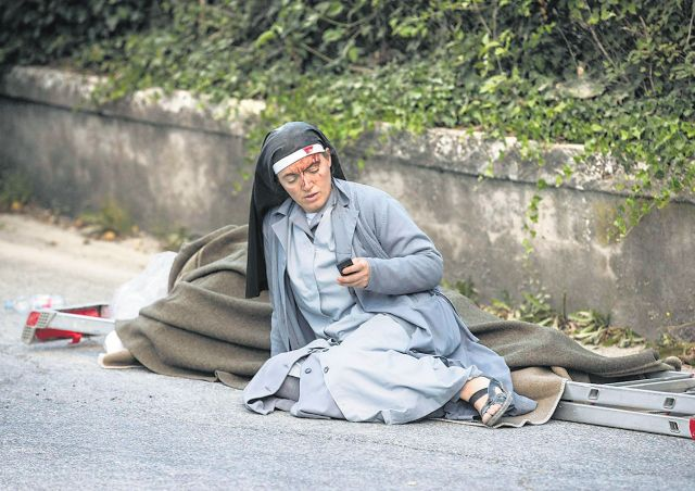 Nun in Italy quake photo wants to go to Mother Teresa's canonisation