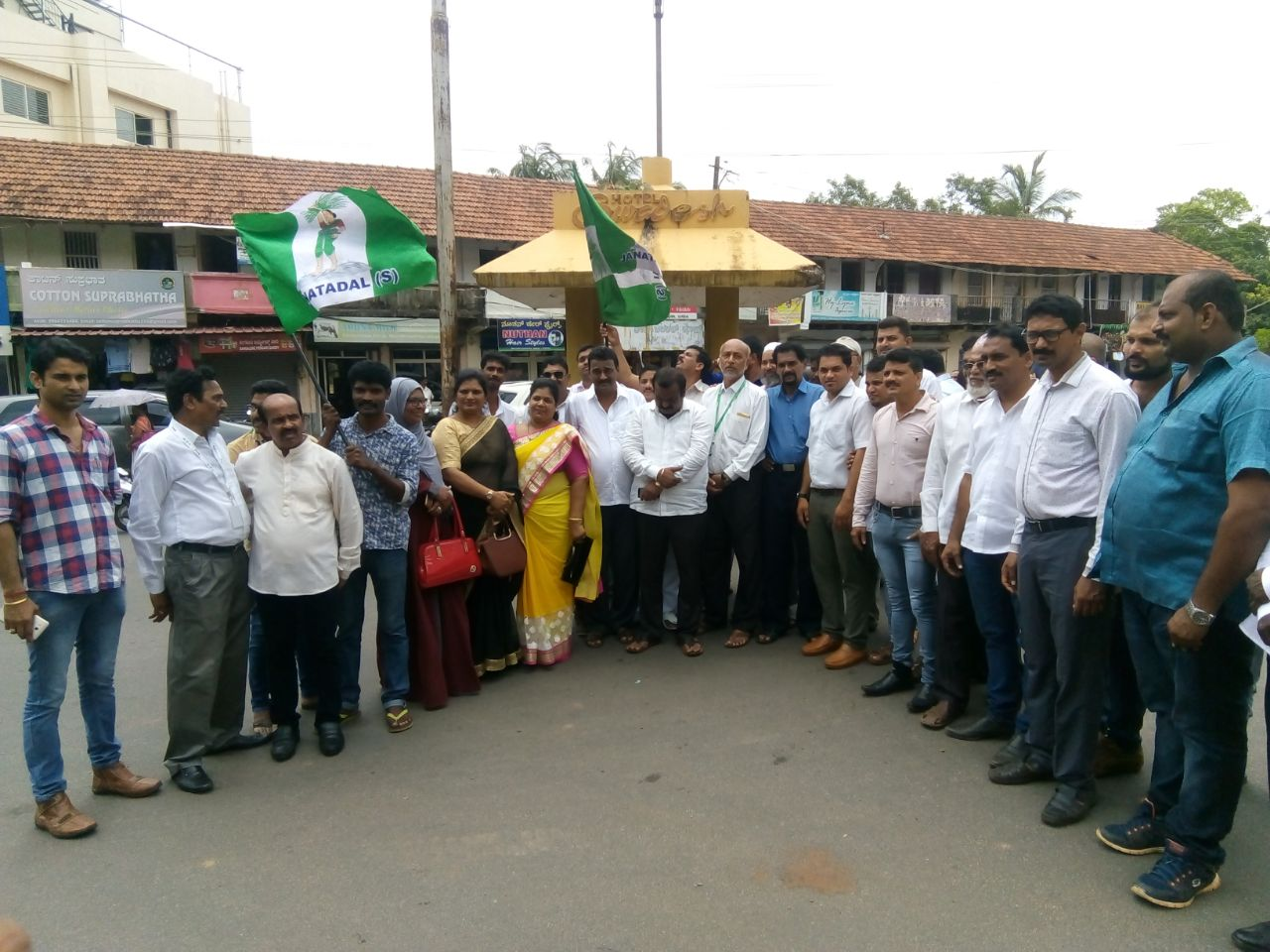 District JD(S) celebrates victory of Boje Gowda in MLC election