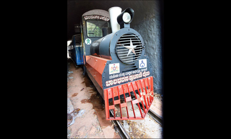Toy train ready to function at Kadri park