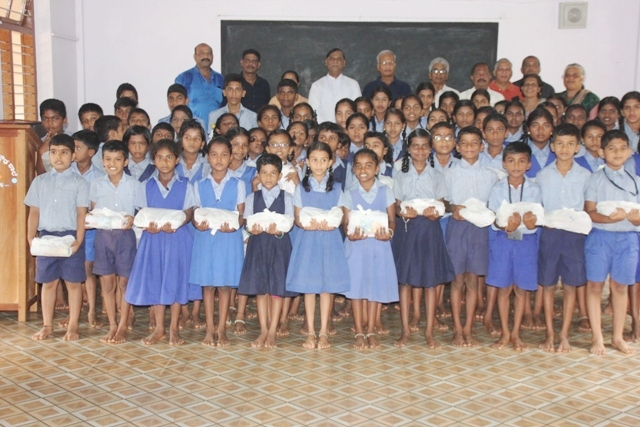 SVP, Catholic Sabha distribute free uniforms and Books to students of St. Philomena School, Kemmannu.